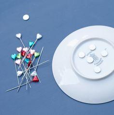 DIY Nadelteller mit Magneten, damit die kleinen Nadeln nicht mehr verloren gehen.