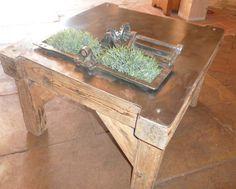 meubles originaux :  desserte d'atelier transformée en table basse avec partie jardin crée à partir d une meule à eau