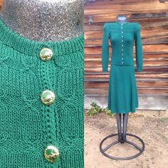 This Vintage Saint John (St. John) knit Forrest Green suit set is in excellent vintage condition with no stains or rips. The set is a size small. Color is closest to the tag https://www.etsy.com/listing/272646262/sale-designer-vintage-forrest-green-st?ref=shop_home_active_3