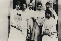 a young Edith Frank, second from left