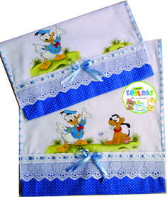 Fralda boca/ombro!! Baby Crafts, Diy And Crafts, Baby Sewing, Fabric Painting, Pasta, Baby Shower, Quilts, Crochet, Pattern