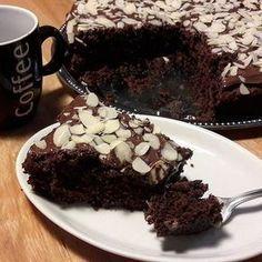 Bonjour, voici comme promis la RECETTE de ce délicieux gâteau moelleux au chocolat, fondant en bouche et gourmand à souhait... Chocolate Lava, Chocolate Desserts, French Cake, Sweet Recipes, Cupcake Cakes, Cupcakes, Ramadan, Bakery, Deserts