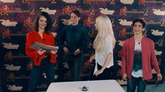 cameron, dove and thomas singing dutch Descendants Videos, Descendants Cast, Cameron Hair, Dove Cameron, Cameron Boyce, Disney Stars, Disney Fun, Thomas Doherty Descendants, Cute Black Kitten