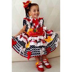Instagram media atelierlydiaseabra - Mais uma bonequinha matutinha!  #atelierlydiaseabra #lydiaseabra #festadesaojoao #saojoao2015 #vestidodesaojoao #vestidoinfantil #vestidocaipira #saojoao #handmade #feitoamao #vestidodecrianca #festatematica