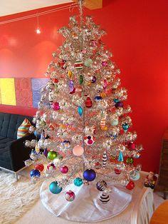 Silver Tinsel Christmas Tree, Vintage Aluminum Christmas Tree, Merry Little Christmas, Vintage Christmas Ornaments, Modern Christmas, Christmas Love, Christmas Trees, Christmas Christmas, Retro Christmas Tree