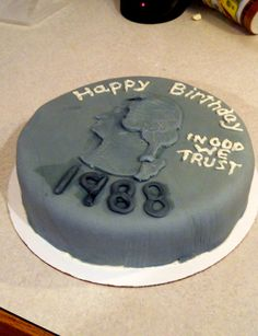 "birthday ""quarter cake"" Since I'm turning 25 in a 3 weeks woot woot :D 25th Birthday Cakes, 25th Birthday Parties, Birthday Fun, Birthday Ideas, Cupcake Cookies, Cupcakes, Gold Fondant, Turning 25, Golden Birthday"