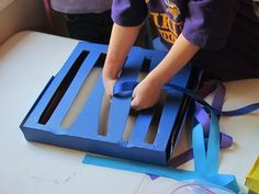 pizza box weaving box, neat idea for my students for fine motor. Gross Motor Activities, Gross Motor Skills, Reggio Emilia, Preschool Art, Preschool Activities, Pizza Boxes, Early Childhood Education, Kids Education, Kids Learning