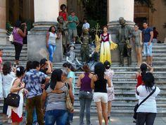 En la Calle Obispo, al otro lado del Hotel Ambos Mundos se encuentra el sitio de la Universidad de La Habana durante los años 1728 y 1902, que originalmente era parte del convento de Santo Domingo.  El edificio actual fué construido por Habaguanex en 2006 sobre al esqueleto de un bloque de oficinas de la década de los 50, cuyo techo se utilizaba como plataforma de aterrizaje de helicópteros.