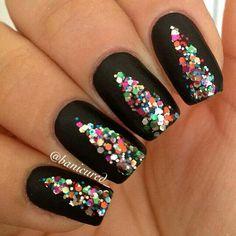 Black sparkle V nailart #Nailart @JenniferW