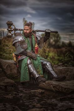 Green Knight with a Massive Hammer Character Poses, Character Portraits, Fantasy Armor, Fantasy Weapons, Medieval Armor, Medieval Fantasy, Fantasy Inspiration, Character Inspiration, Green Knight