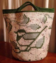 No instructions, only a photo.  Tapestry crochet Nuthatch tote/bag, designed by B.Henson.