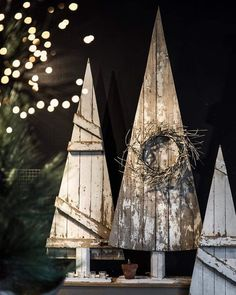 39 Superb Primitive Country Christmas Trees Ideas To Copy Ri.- Cool 39 Superb Primitive Country Christmas Trees Ideas To Copy Right Now. Primitive Country Christmas, Country Christmas Trees, Christmas Wood Crafts, Wood Christmas Tree, Outdoor Christmas, Rustic Christmas, Christmas Projects, Winter Christmas, Christmas Time