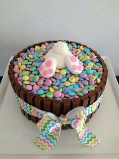 ideas for easter feast sweets easter bunny popo figurine from fondant - Kuchen - Cake-Kuchen-Gateau Hoppy Easter, Easter Eggs, Easter Food, Easter Bunny Cake, Bunny Cakes, Easter Baking Ideas, Easter Basket Ideas, Bunny Birthday Cake, Easter Salad