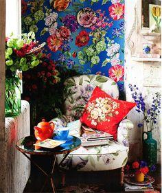 Flores e florais assumindo a decoração. #design #detalhes #cores #floral #decoração