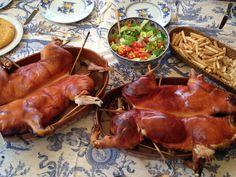 Cochinillo Asado en horno de leña, simplemente un resultado excepcional. Cochinillo de Segovia. Wine Recipes, Great Recipes, Tapas, Pig Roast, Spanish Cuisine, Good Food, Awesome Food, Chicken Wings, Beef