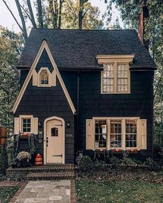 Cottage with paved walk, and brick front steps. Cottage with paved walk, and brick front steps. Style At Home, Cute House, Cottage Homes, Tudor Cottage, Brick Cottage, English Cottage Style, Garden Cottage, Modern Cottage Style, English Country Cottages