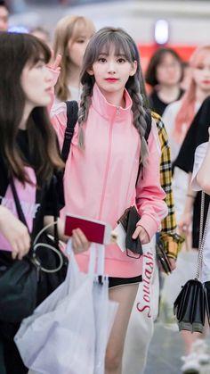Kpop Girl Groups, Kpop Girls, Cute Girls, Cool Girl, Sakura Miyawaki, Japanese Girl Group, Nanami, 1 Girl, Kawaii Clothes