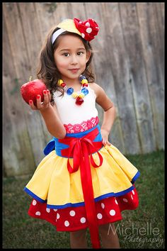 Snow White inspired Dress Up Costume Apron, Half Apron style via Etsy. Disney Character Outfits, Disney Outfits, Kids Outfits, Disney Clothes, Dress Up Aprons, Snow White Birthday, Princess Outfits, Princess Costumes, Handmade Skirts