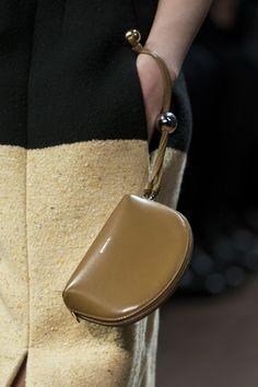 Jil Sander at Milan Fashion Week Fall 2019 – Details Runway Photos – Purses And Gandbags Organization Popular Handbags, Trendy Handbags, Cute Handbags, Cheap Handbags, Purses And Handbags, Trendy Purses, Wholesale Handbags, Purses Boho, Prada Purses