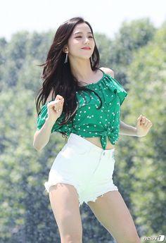 That's my girl Blackpink Jisoo, Kim Jennie, Blackpink Fashion, Korean Fashion, Forever Young, Kpop Girl Groups, Kpop Girls, Divas, Black Pink ジス