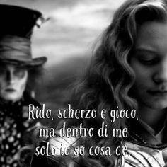 Rido, scherzo e gioco, ma dentro di me solo io so cosa c'è. • # #cappellaiomatto #madhatter #follia #sogni #sognare #frasi #frasitumblr #frasiitaliane #vita #pensare #buonanotte #felice #motivazione #ilpaesedellemeraviglie #stupendo #pensieri #aforismi #citazioni #tumblr #tweegram #tbt #me #madeinitaly #insanity #mercurio #sveglia #amici #amore #frasidivertenti