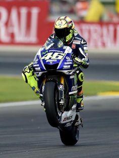 Valentino Rossi celebra la 'pole' en Cheste.