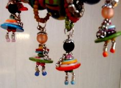 These would make cute bookmark hangers Bead Crafts, Jewelry Crafts, Diy And Crafts, Crafts For Kids, Jewelry Art, Button Art, Button Crafts, Beaded Jewelry, Handmade Jewelry