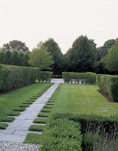 Landscape designer Lisa Bynon created a dentil-edged bluestone walk from the back door.