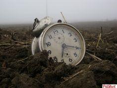 ingropam timpul...   Ceasuri - PxlShot.ro