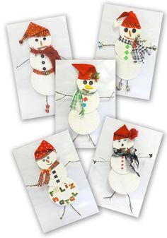 Bonecos de neve feitos com reciclagem de papelão