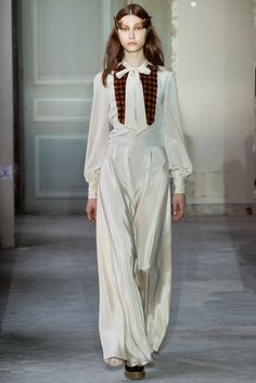 Veronique Branquinho Fall 2015 Ready-to-Wear - Collection - Gallery - Style.com http://www.style.com/slideshows/fashion-shows/fall-2015-ready-to-wear/veronique-branquinho/collection/30