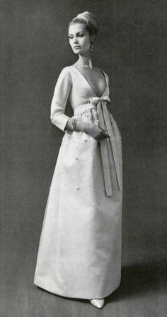 Christa Fiedler in Nina Ricci, Philippe Pottier, Vintage Gowns, Mode Vintage, Vintage Bridal, Vintage Glamour, Vintage Beauty, Vintage Outfits, 1960s Outfits, 1969 Fashion, Retro Fashion