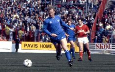 12 April 1986: DAVID SPEEDIE of CHELSEA FC in action in the Canon League Division One match between Nottingham Forest and Chelsea at the City Ground, Nottingham...
