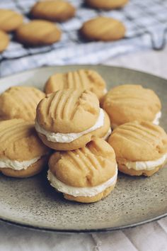 A delicious biscuit that melts in your mouth. Biscuit Cookies, Biscuit Recipe, Yummy Cookies, No Bake Treats, Yummy Treats, Sweet Treats, Yummy Food, Baking Recipes, Cookie Recipes