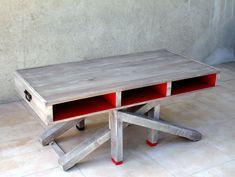 La table 2BY1 est multiple, à la fois table basse et table haute, console et bureau, un coté noir et un coté rouge, pour l'intérieur et l'extérieur, design et de récup ! Réalisée entièrement à partir de bois de palettes recyclées, son design s'inspire...
