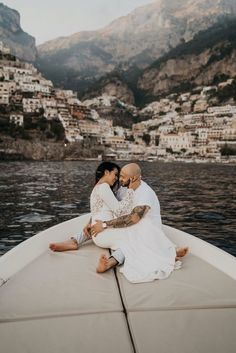 Nancy and Tim had an intimate wedding in Positano, Amalfi Coast, Italy. From wandering the streets of Positano to taking a boat ride out to the ocean, this elopement is so beautifully stunning, you have to see it for yourself. Romantic Wedding Colors, Romantic Wedding Receptions, Romantic Weddings, Italian Weddings, Beach Weddings, Destination Weddings, Cinque Terre, Rome, Italy Wedding