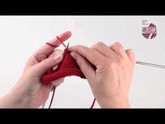 In diesem Strickvideo zeigen wir Dir, wie Du ganz einfach drei Maschen mit einem Überzug zusammenstricken kannst und so ganz schnell Maschen abnehmen kannst.