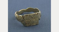 Gold finger Ring with Annunciation Scene, Medieval, 1400. By an accomplished English goldsmith. The combination of the Annunciation scene and the lettering emphasises the pervasiveness of Christian thought in daily life. Inscribed 'A VOUS MA GRE'; a love-token.