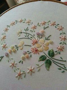 Cuore con fiori e perline