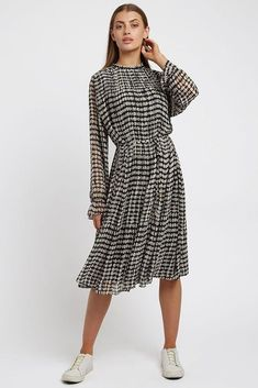 The monochrome Ouifa dress boasts vintage inspired elasticated cuffs and a self tie belt in an easy fit. Designed in London by British Brand Louche, this permanent pleated midi dress in soft handle georgette is the perfect desk to date dress. Team with ankle boots and statement earrings to complete the look. Shop midi dresses online now! #mididress #dress #monochromedress #louche Cocoa, Casual Dresses For Women, Dresses For Work, Dress Meaning, Vintage Inspiriert, Midi Dresses Online, Date Dresses, Pleated Midi Dress, Vintage Inspired Dresses