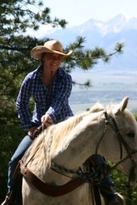 Dude Ranch in Colorado, I want to go there to go horseback riding!