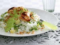 Gebratenes Hähnchen mit grüner Soße und Reis | Zeit: 25 Min. | http://eatsmarter.de/rezepte/gebratenes-haehnchen-mit-gruener-sosse-und-reis
