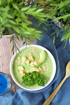Detox Broccoli Soup #vegan #glutenfree www.contentednesscooking.com