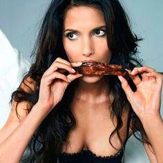 Et yemek herkes için faydalı. Özellikle kan hücreleri ile beyin sağlığı için gerekli olan B12 vitamini et ve et ürünlerinde bulunmaktadır.