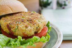 Best Veggie Burger Recipes (Vegetarian and Vegan) - Tofu Bowl Rezepte Veggie Burger Brands, Mushroom Veggie Burger, Healthy Burger Recipes, Healthy Grilling, Tofu Recipes, Vegetarian Recipes, Vegetarian Options, Hamburger Vegetarien, Healthy Recipes