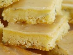 Lemon Thyme Bars Recipe : Giada De Laurentiis : Food Network - Thyme adds delicate flavor to Giada's light and tangy lemon bars. Giada De Laurentiis, Brownie Desserts, Just Desserts, Baking Brownies, Healthy Dessert Recipes, Cookie Recipes, Delicious Desserts, Yummy Food, Tasty