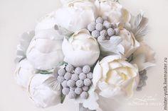Купить Зимний букет невесты с пионами и ягодами - белый, айвори, пионы, букет цветов