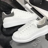 Learn how to clean white sneakers (Click in photo to watch). Alexander Mcqueen Sneakers, Alexander Mcqueen Baskets, Sneakers Mode, White Sneakers, Sneakers Fashion, Fashion Shoes, Pretty Shoes, Cute Shoes, Me Too Shoes