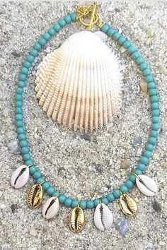 The absolut summer necklace is here made out of turquoise stone beads and cowrie shells in natural color and gold platted. -Approximately - Alloy metal components Turquoise Stone, Turquoise Jewelry, Summer Necklace, Craft Patterns, Stone Beads, Shells, Jewellery, Metal, Gold