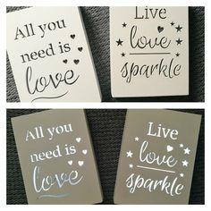 Oświetlenie dekoracyjne LED All you need is love. Ramka z napisem, sentencją.